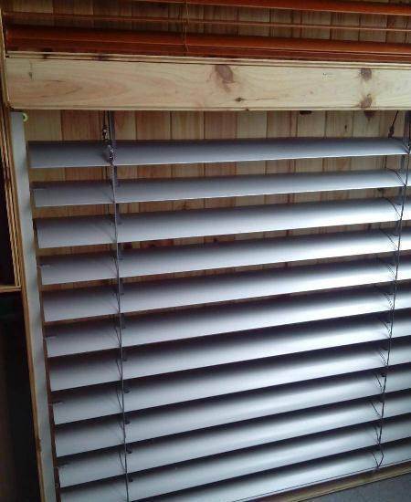 Aplicação / reparação de estores e persianas