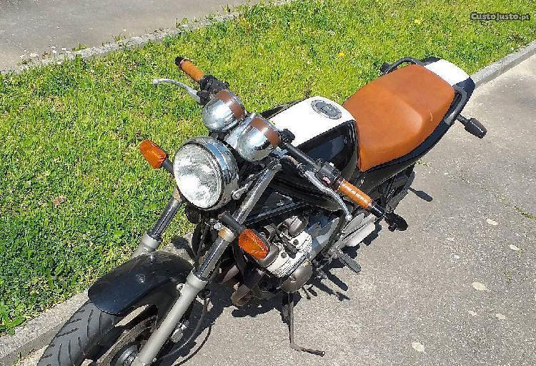 Yamaha xj600n estilo cafe racer