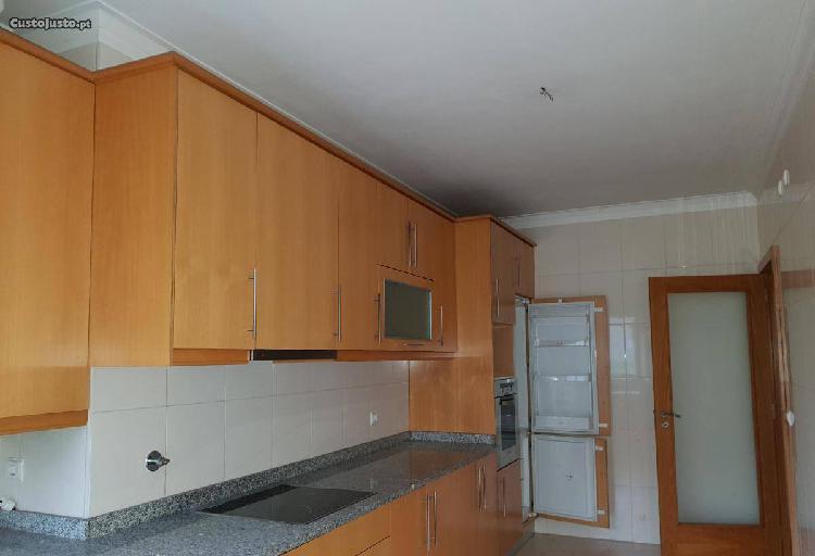Apartamento t3 com garagem fechada e terraço