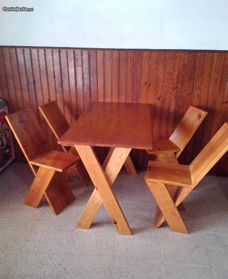 Mesa mais4 cadeiras rústicas feitas à mão