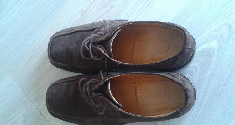 Sapatos em camurça