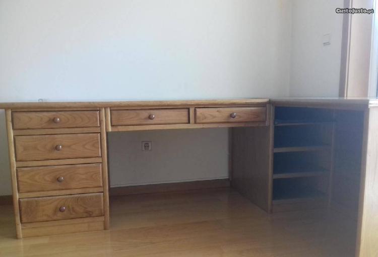 secretária de escritório em forma de L madeira