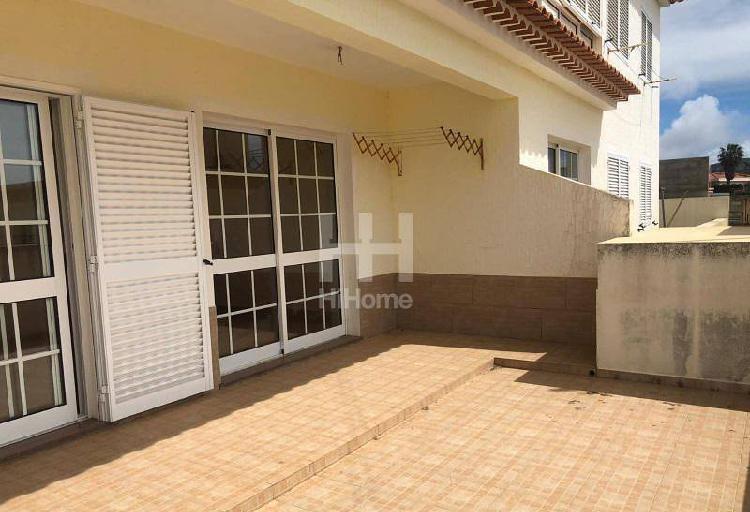 Apartamento t1 com quintal no porto santo
