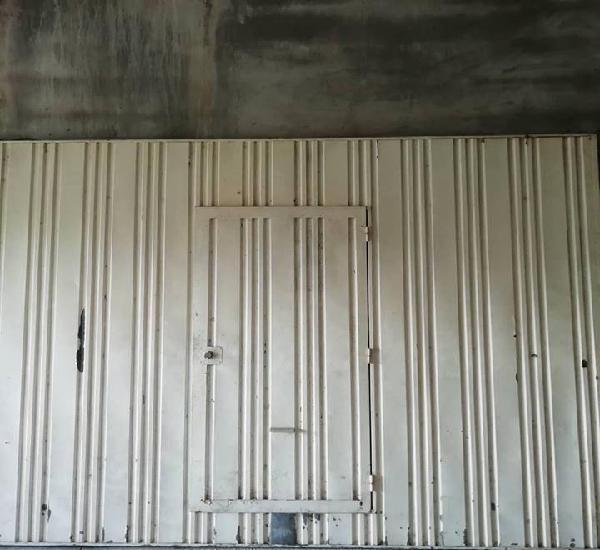 Portão basculante metálico garagem c/porta serviço