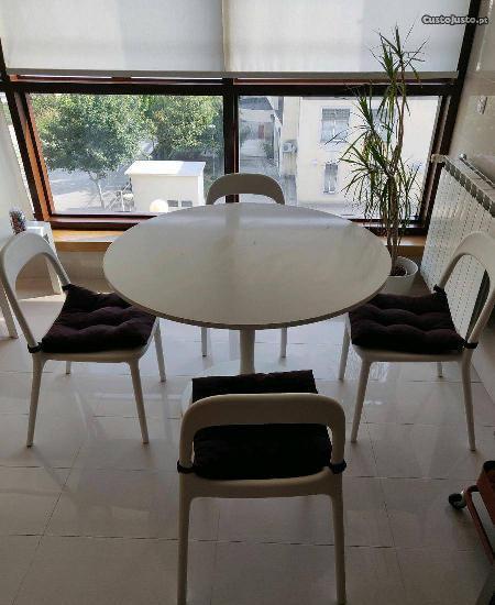 Mesa de cozinha e 4 cadeiras