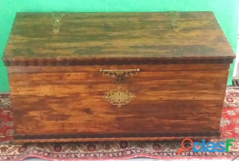 Arca em madeira sândalo