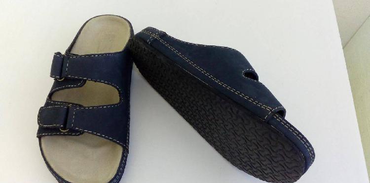 Sandálias azuis novas
