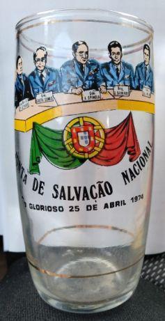 Copo de vidro da junta de salvação nacional 1974