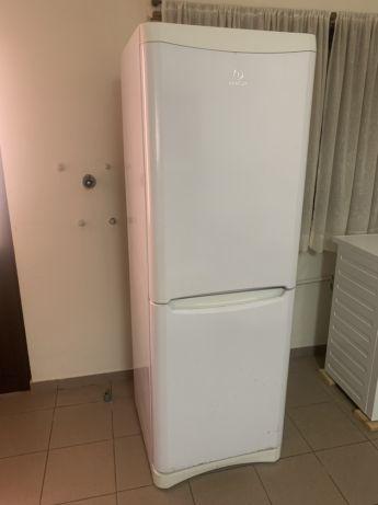 Frigorífico indesit com congelador 3 prateleiras
