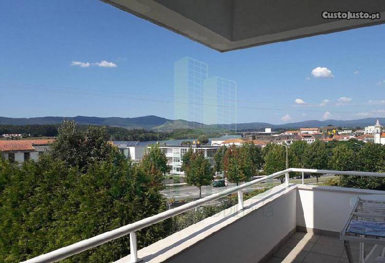 Apartamento t2 com terraço e vista para o rio...