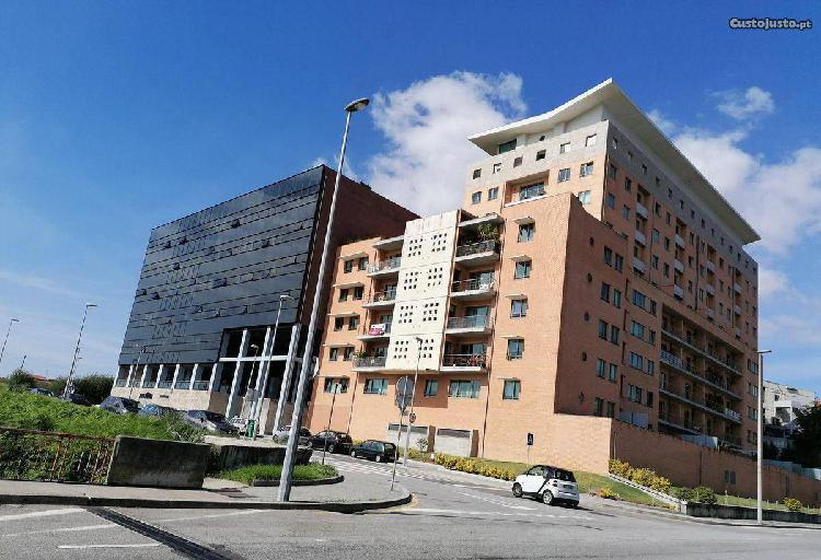 Apartamento T2, 2 wc, 130m2.