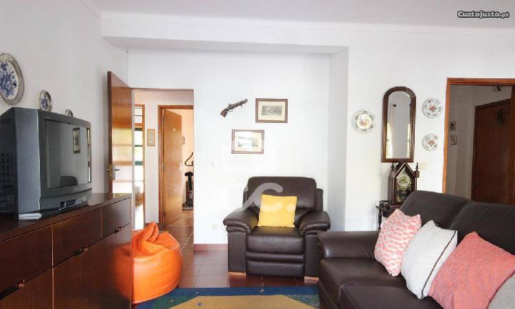 Apartamento t3 de rés do chão | bairro corunheiras