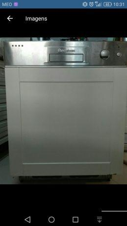 Máquina lavar loiça encastre ariston