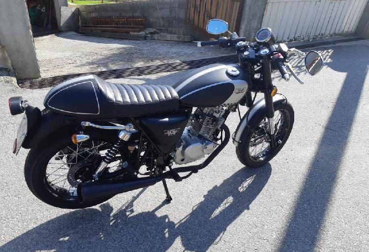 Moto 125 cafe race