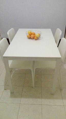 Mesa com 4 cadeiras ikea 130€