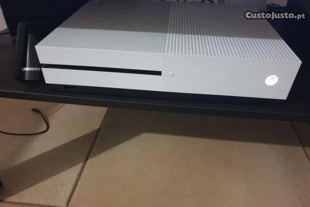 Xbox one s 1tb c/garantia e jogos digitais