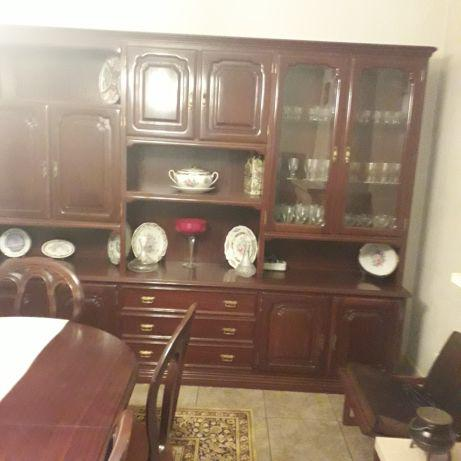 Móvel de sala em mogno e mesa com 6 cadeiras