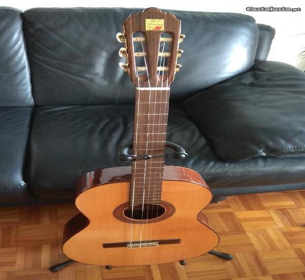 Guitarra alhambra iberia
