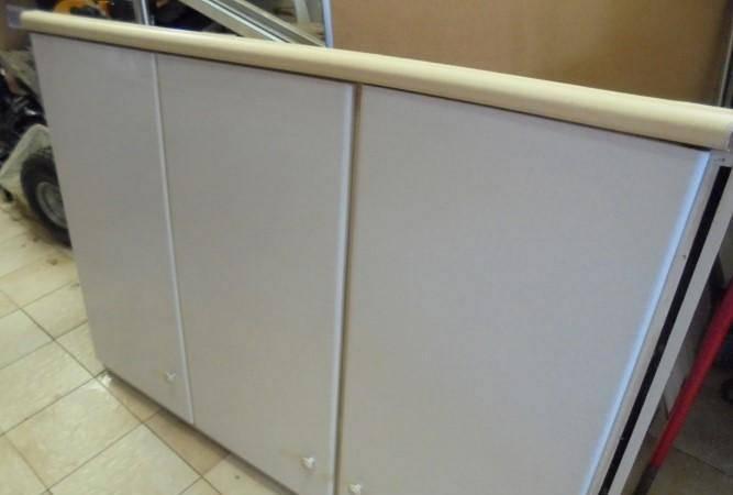 Armário de cozinha em branco lacado