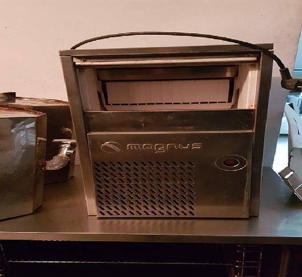 Maquina Gelo Usada Magnus LIGUE tenho + material