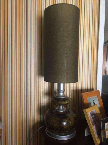 Candeeiro de mesa vintage anos 70 em tons de verde