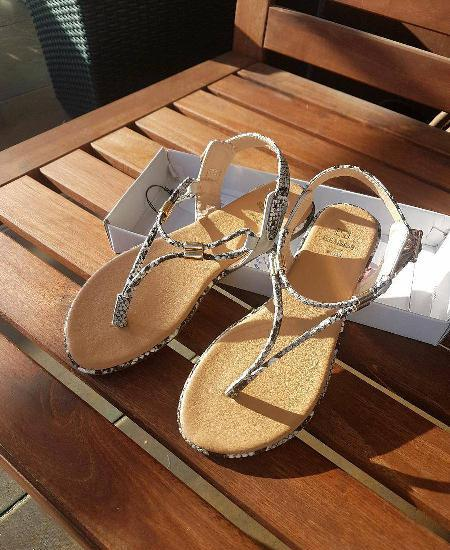 Sandálias seaside novas com etiqueta