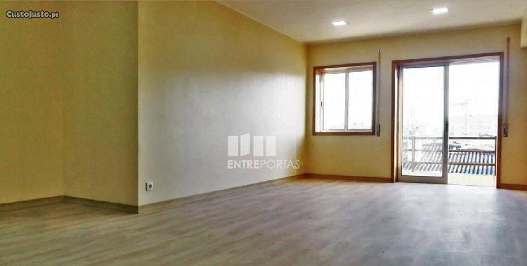 Apartamento t4, 2 wc, 144m2.