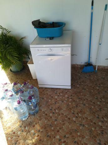 Máquina de lavar loiça impecável