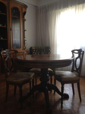 Móvel de sala, com mesa e 6 cadeiras