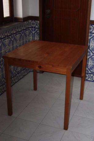 Mesa quadrada pinho