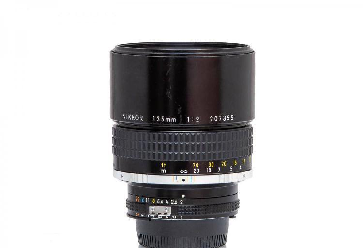 Nikon nikkor ai-s 135mm f/2.0 made in japan