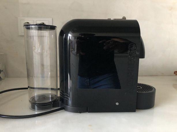 Máquina de café nespresso u black como nova. oferta de kit