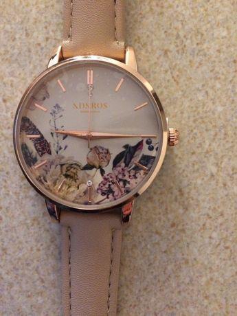 Relógio com pedrinhas swarovski novo