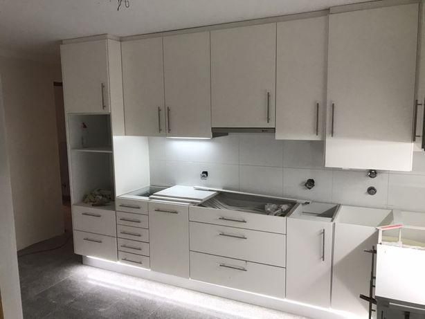 Cozinha lacada branca