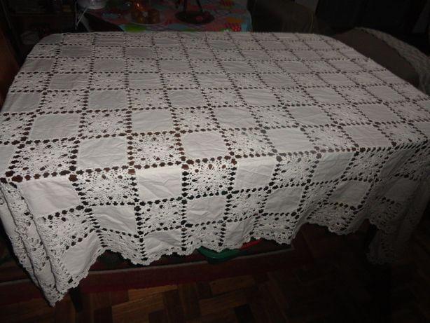 Toalha de mesa em meio linho, em crochet feita à mão 2,90m