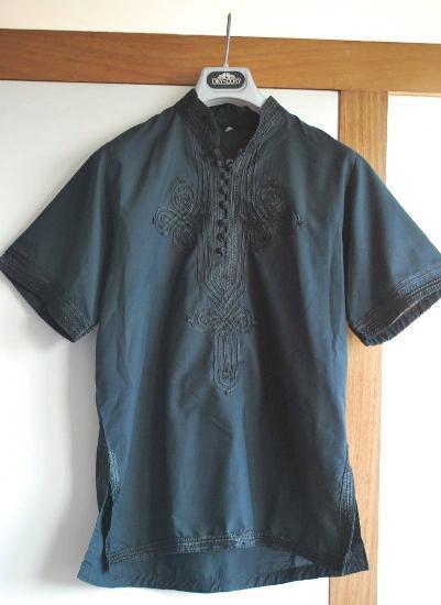Túnica blusa preta bordada na frente/mangas/lados