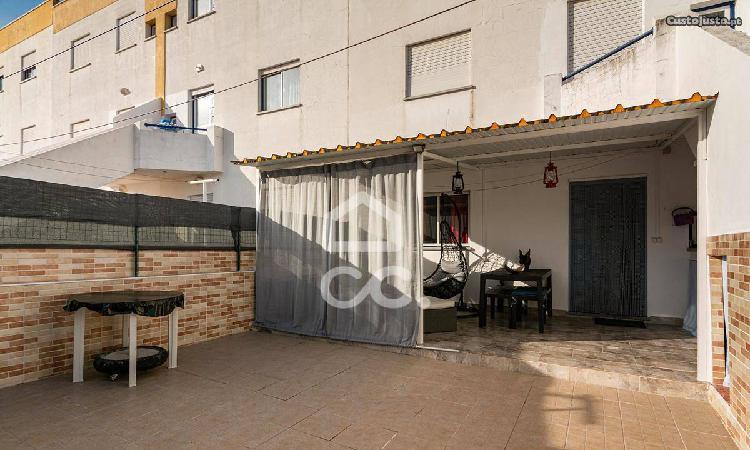 Apartamento t1 de rés do chão, com quintal | álamo