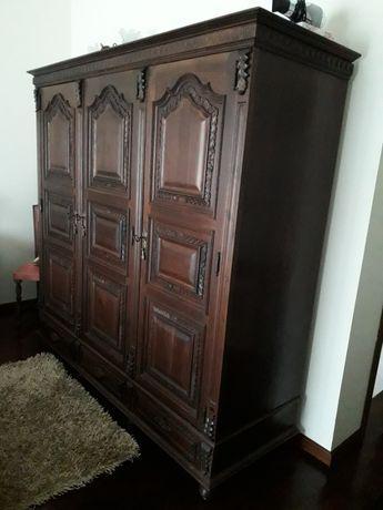 Mobília de quarto (trabalhada à mão) em madeira de