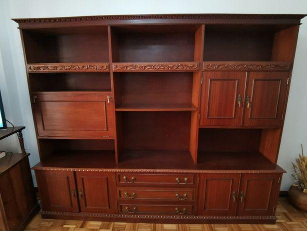 Móvel clássico (madeira maciça)