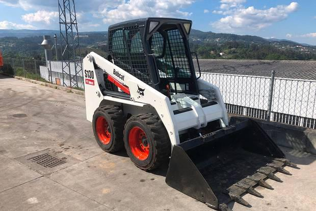 Mini pá carregadora bobcat s130 ano 2008