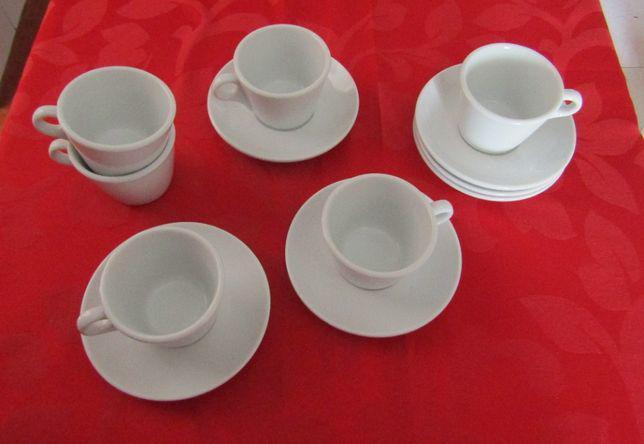 Conjunto de chávenas de chábrancas