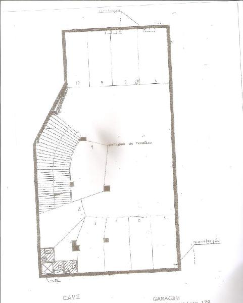 Garagem ou armazém na zona da rotunda da boavista