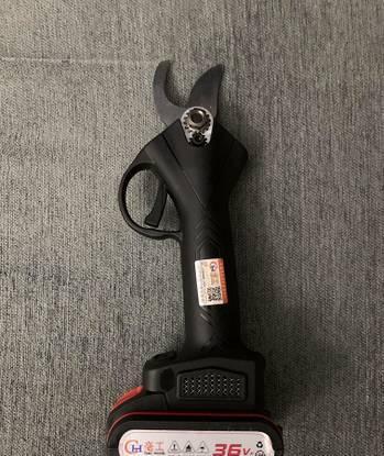 Tesoura poda bateria 36v - 600w - corte 4,3cm nova
