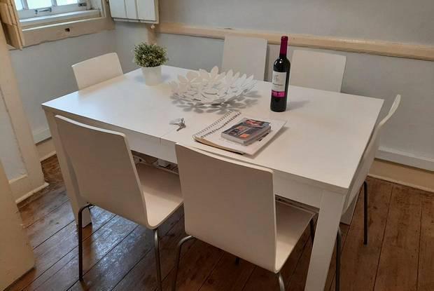 Mesa ext. ikea laneberg + 6 cadeiras ikea brancas