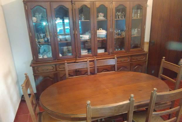 Móvel, mesa e cadeiras para sala de jantar