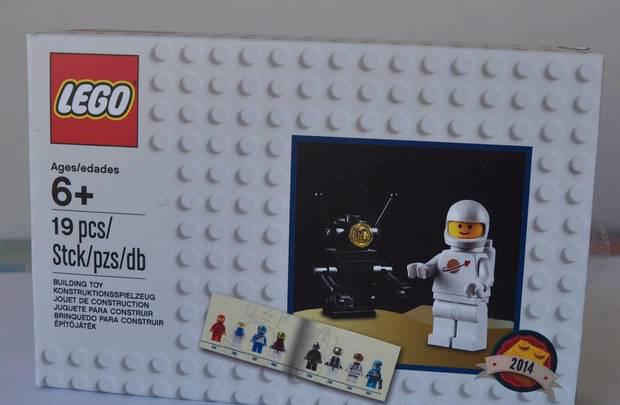 Lego d2c minifigure retro set 2014 astronauta