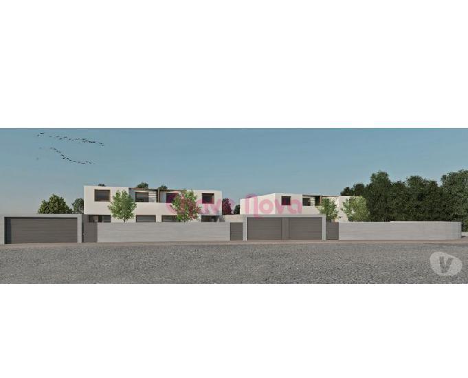Terreno para construção de moradia t4 de 3 frentes com 2