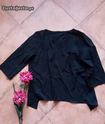Blusa preta, m com abertura nas costas