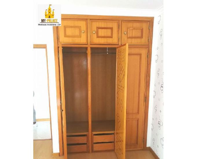 Apartamento t3, garagem, elevador, 2wcs, arrecadação, 100