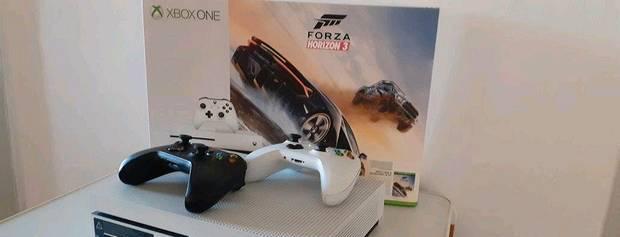 Xbox one s 500gb 2 comandos + jogos